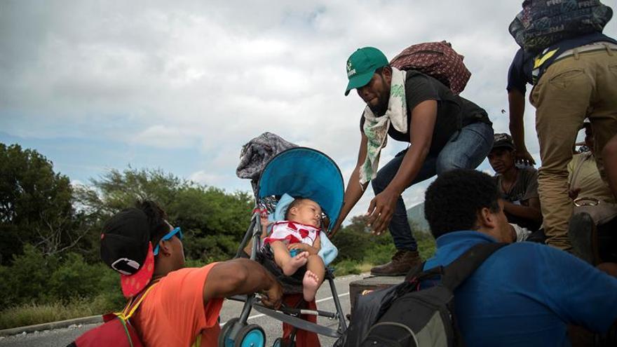 Unicef estima que unos 2.300 niños viajan en caravana migrante