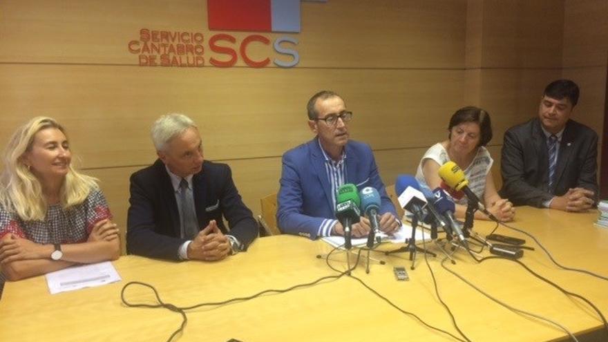 El gerente del SCS junto a los responsables de los departamentos en rueda de prensa.