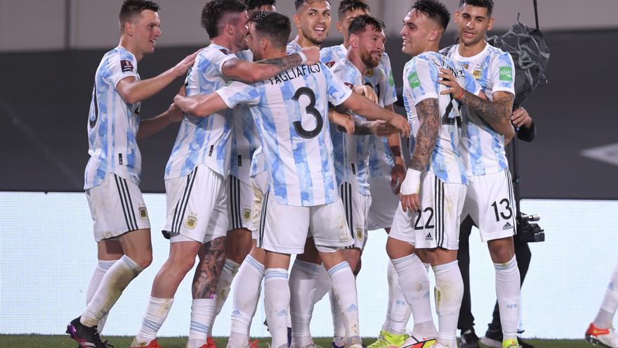 Con goles de Lionel Messi, Rodrigo De Paul y Lautaro Martínez, Argentina estiró su invicto a 24 partidos.