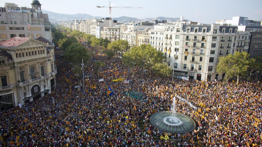 La confluencia del paseo de Gràcia y la Gran Via durante la manifestación del 11-S. (Edu Bayer)
