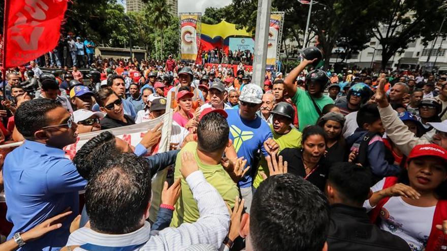 Chavistas marchan en Caracas contra la OEA y en defensa de la soberanía