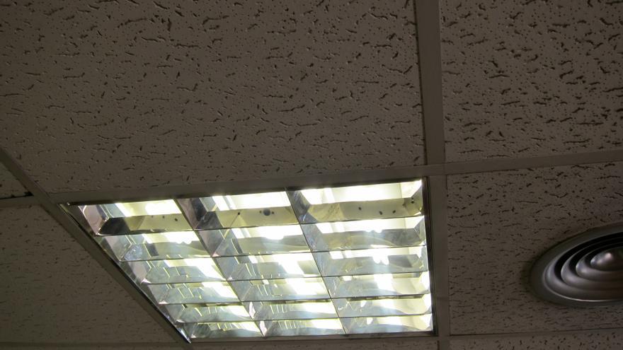 La Defensora del Pueblo pide a Industria información sobre la poca claridad en el recibo de la luz