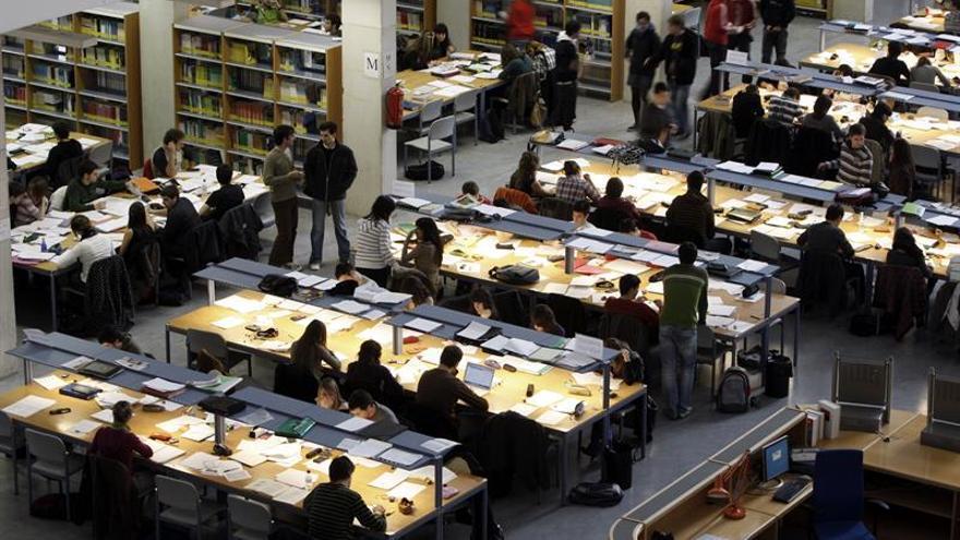 """Los universitarios van """"de bibliotecas"""" ante los exámenes de septiembre"""