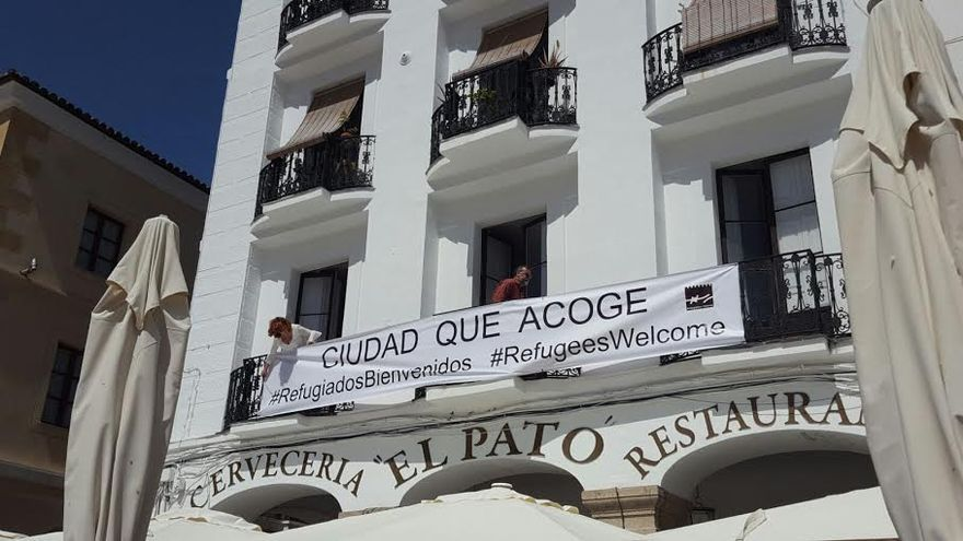 Pancarta que han puesto en la plaza de Cáceres