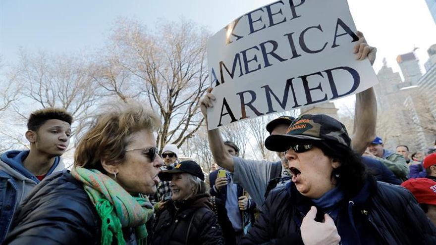 Mas de cien mil neoyorquinos exigen mayores controles en la venta de armas