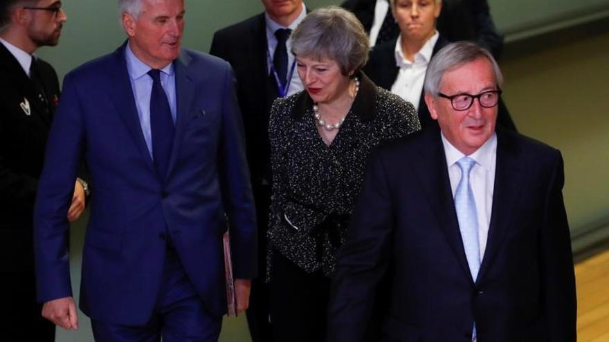 """May inicia una gira diplomática en busca de concesiones al """"brexit"""""""