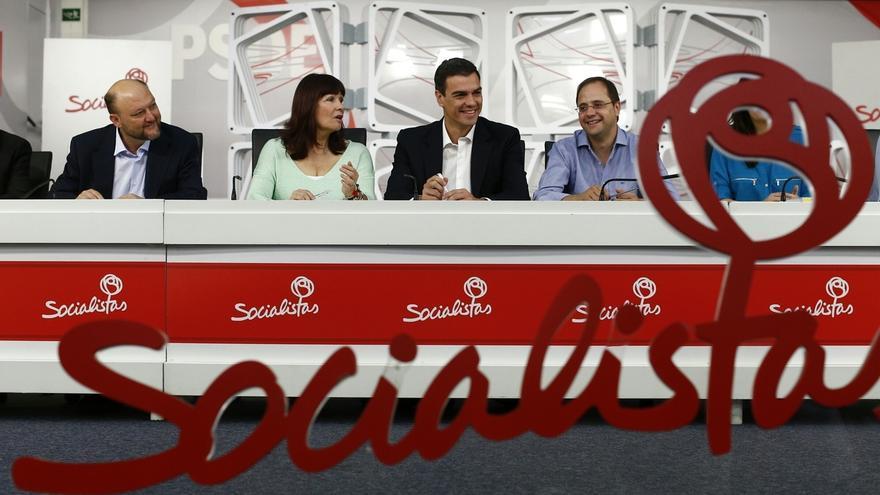 El PSOE incluye a su gerente, al que paga 4.082 euros netos al mes, en las declaraciones hechas públicas