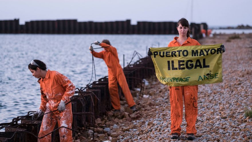 Acción de Greenpeace para exigir la restauración del Puerto Mayor