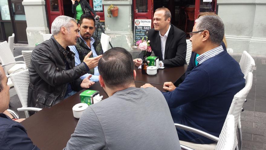 Augusto Hidalgo reunido con empresarios de la Asociación de Ocio y Restauración de Vegueta