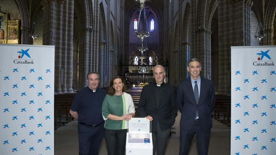 CaixaBank instala en la diócesis de Pamplona y Tudela 'cepillos digitales' para donativos con móvil o tarjeta