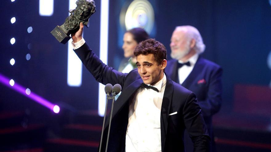 Miguel Herrán, recogiendo el Goya a Mejor actor revelación en 2016