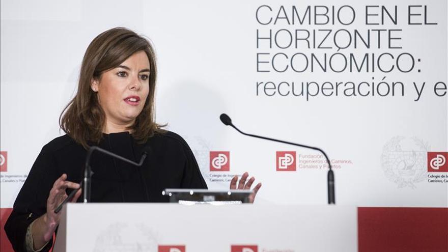 Sáenz de Santamaría dice que algunos quieren adelantar las elecciones para que no se les conozca