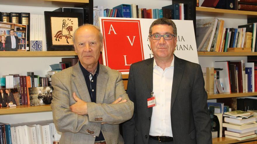 Ferran Puchades,a la dreta, en l'Acadèmia Valenciana de la Llengua.