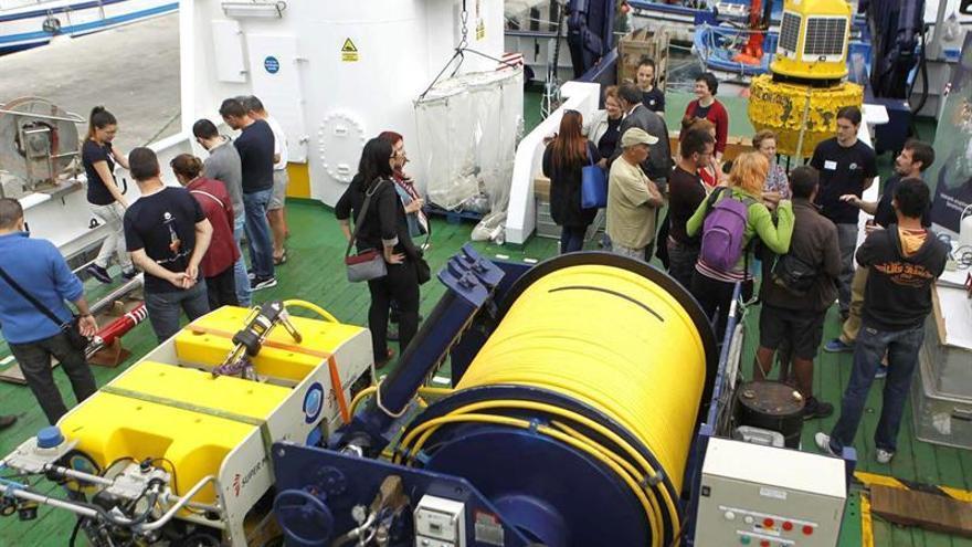 Los investigadores del Instituto Español de Oceanografía (IEO), a bordo del buque 'Ángeles Alvariño'. Cristóbal García/EFE