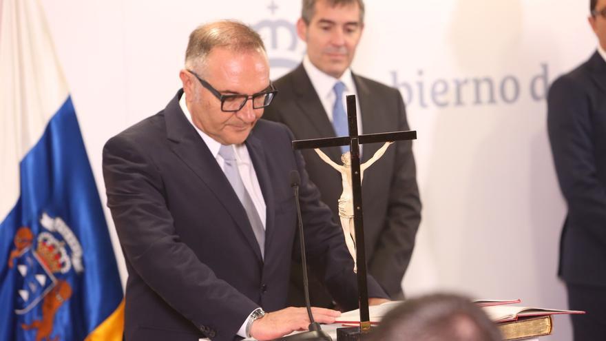 El consejero de Sanidad del Gobierno de Canarias, José Manuel Baltar jura su cargo (ALEJANDRO RAMOS)