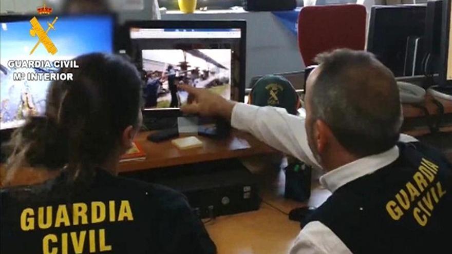 Guardias civiles durante la 'operación Araña'
