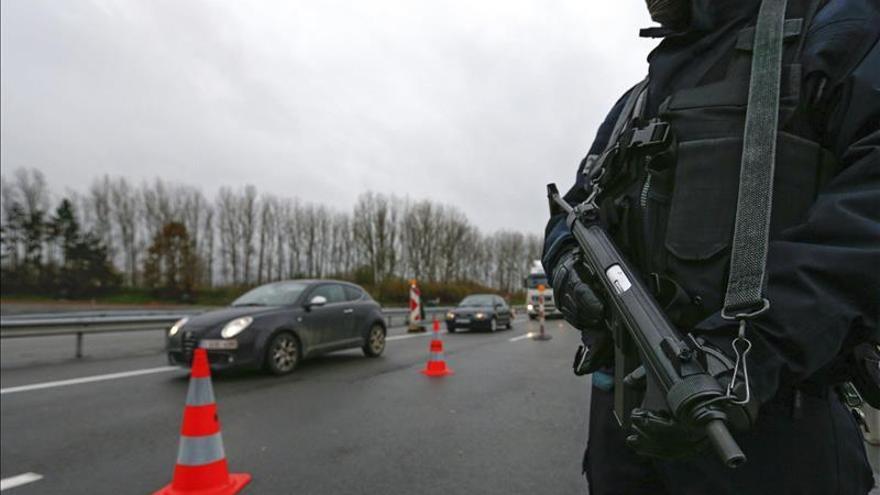 Francia avisa de un Citroen Xsara en el que podría ir un autor de los atentados