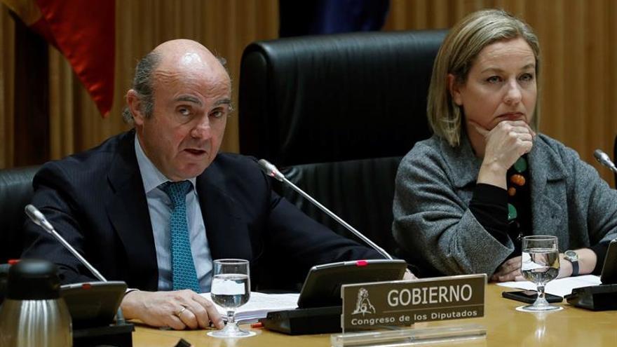 De Guindos acusa a Zapatero de no atajar el problema de fondo de las cajas