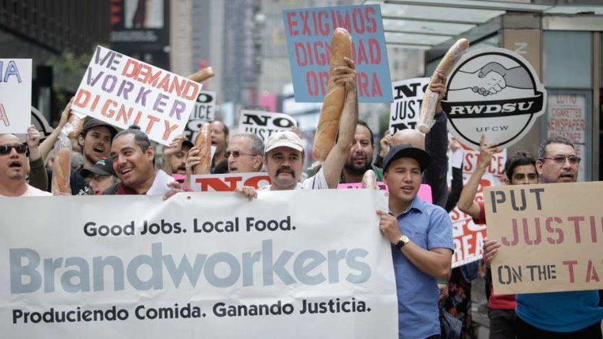 Manifestación del sindicato Brandworkers, fundado por Daniel Gross, uno de los autores de  Labor Law for the Rank and Filer.
