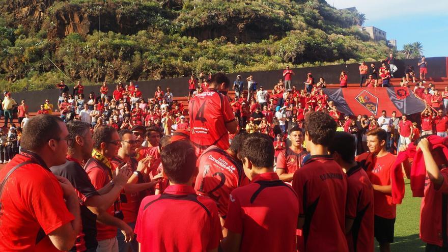 La afición se ha volcado con el CD Mensajero a pesar de la derrota. Foto: JOSÉ AYUT.
