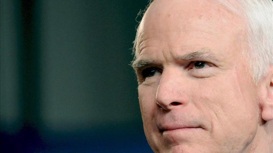 McCain considera inmoral que Obama busque colaboración de Irán contra el EI