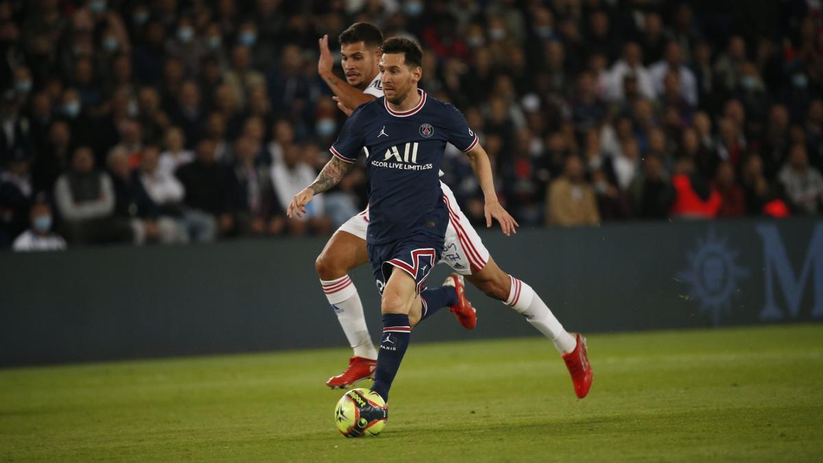 Messi se recupera de un golpe en la rodilla izquierda y aún no tiene el alta para jugar.
