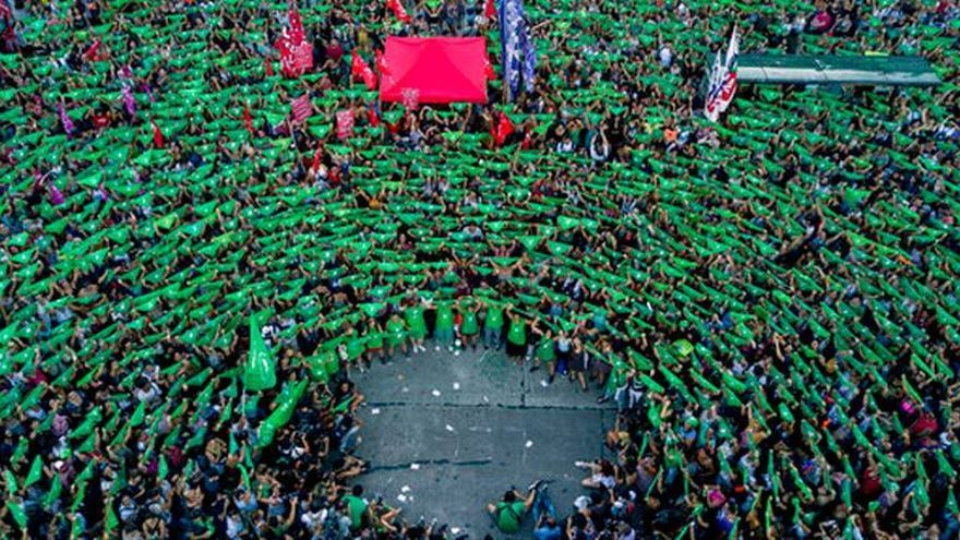 Pañuelazo celebrado en Argentina a favor de la despenalización de la interrupción voluntaria del embarazo.