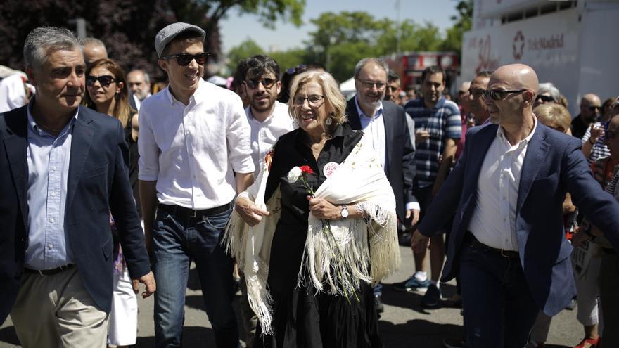 Íñigo Errejón y Manuela Carmena, candidatos de Más Madrid a la Comunidad y al Ayuntamiento de Madrid, en la pradera de San Isidro.