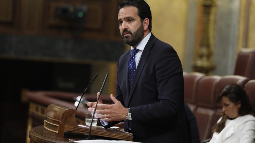 El diputado de Unión del Pueblo Navarro (UPN), Íñigo Alli, en el debate de la moción de censura del PSOE.