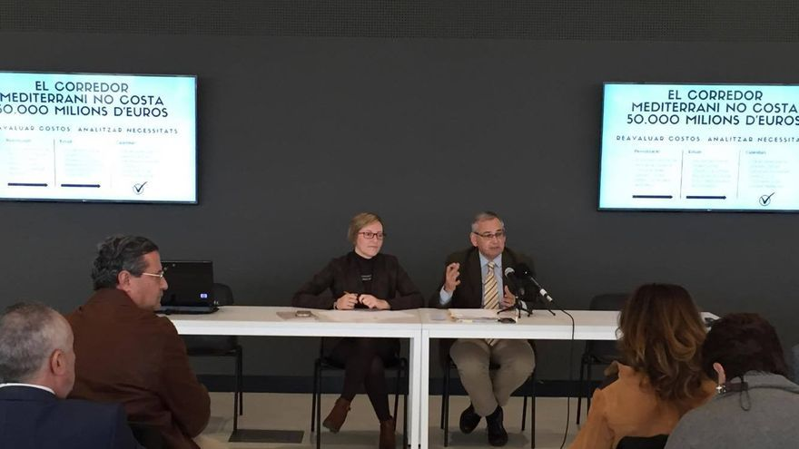 La consellera de Obras Públicas, María José Salvador, y el secretario autonómico, Josep Vicent Boira