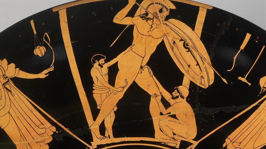 Escena de fundición, trabajadores terminando la estatua de un guerrero. Kylix ático de figuras rojas, de Vulci (ca. 490-480 a.C.)