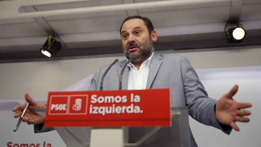 """Ábalos asegura que no se siente """"nada fracasado"""" por la victoria de Puig"""