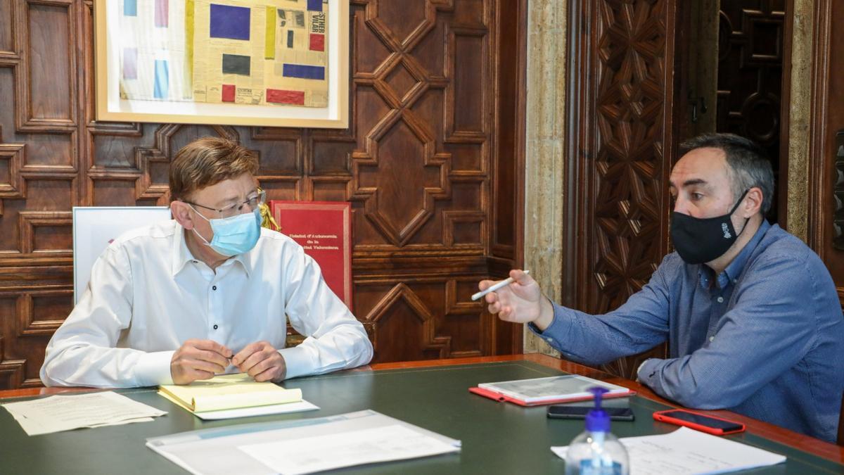 El president Ximo Puig junto al director general de Coordinación de la Generalitat, Juan Ángel Poyatos.