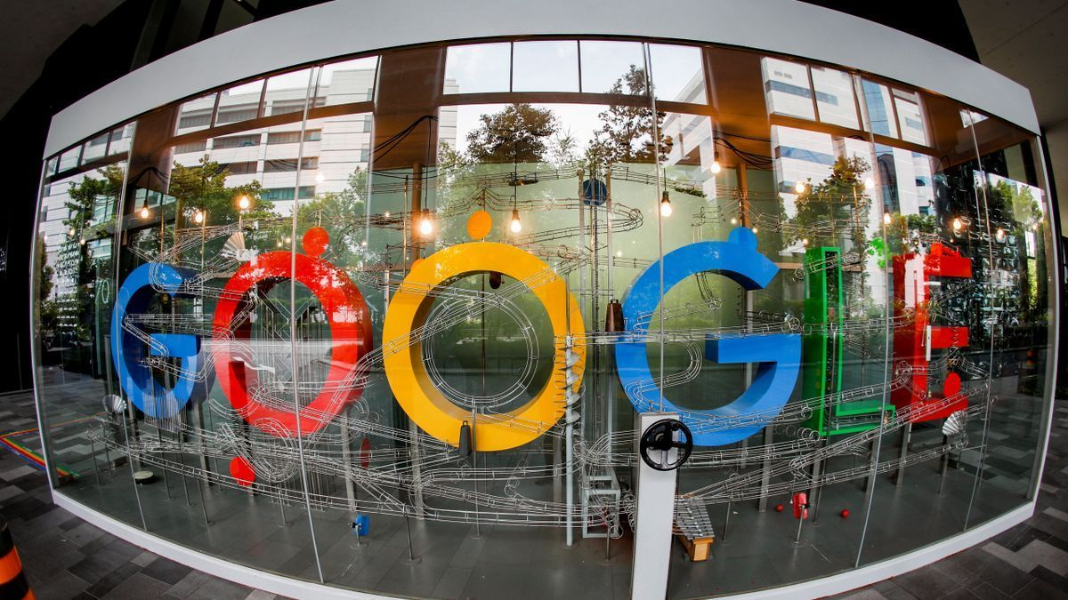 El logo de Google en una de sus sedes.