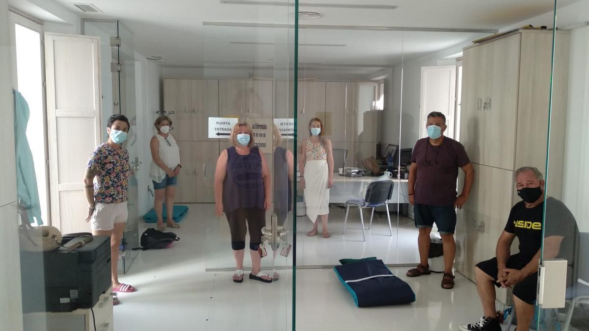 Vecinos de Ochavillo, encerrados en dependencias municipales.