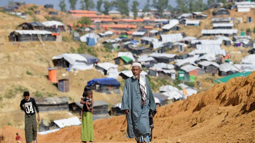Refugiados rohingya en el campo de refugiados de Balukhali en el distrito de Cox's Bazar, Bangladesh.