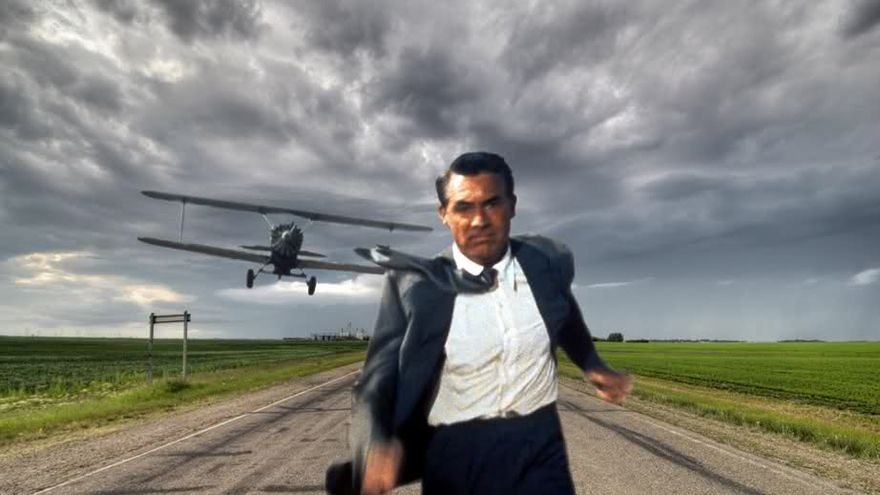 Cary Grant escapando de otras amenazas portuarias en 'North by Northwest'