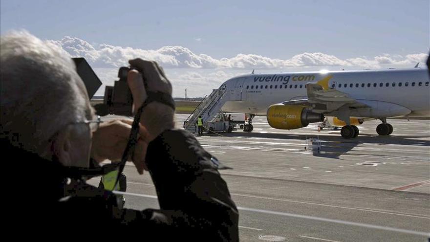 Vueling contratará 300 nuevos trabajadores y abrirá 14 nuevas rutas en El Prat