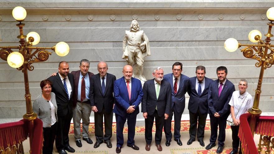Foto de familia tras la firma del acuerdo en Madrid este jueves