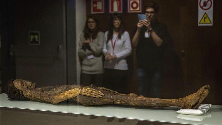 La momia guanche mejor conservada llega al Museo Arqueológico Nacional