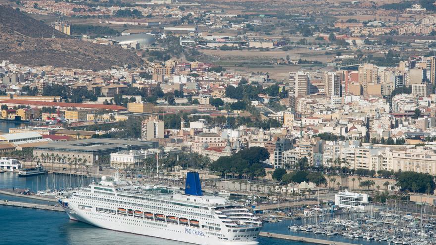 La UPCT estudiará las emisiones contaminantes de los cruceros en el Puerto de Cartagena
