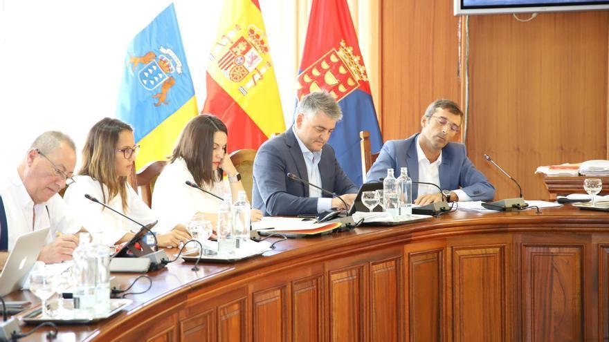 Consejeros del grupo nacionalista canario, a la derecha Pedro San Ginés.