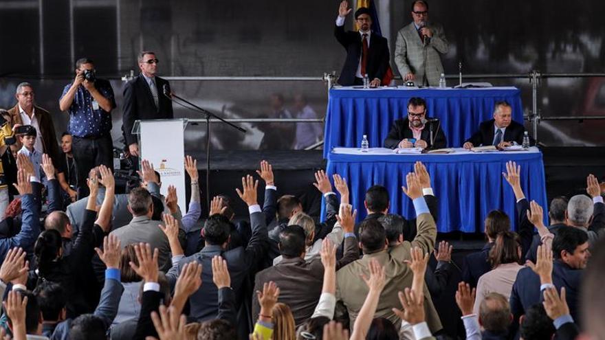 "Magistrados ""perseguidos"" en Venezuela buscan un ""cerco"" internacional a Maduro"