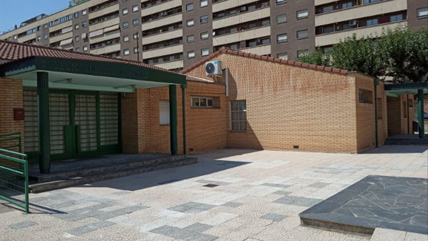 Se ha pavimentado el acceso a la zona de infantil del colegio Alcoraz