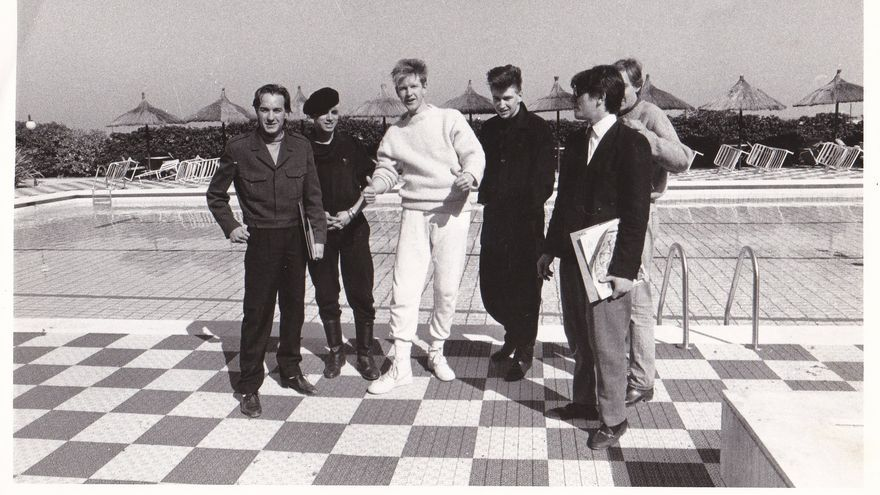 Juanito «Torpedo» (izquierda) junto a los Depeche Mode.