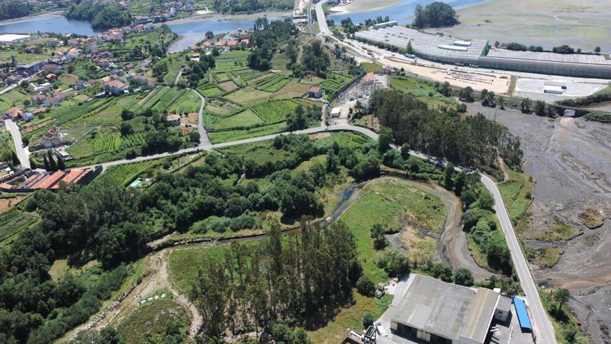 Terrenos de Pontesa entre las desembocaduras de los ríos Verdugo, arriba, y Ulló, derecha