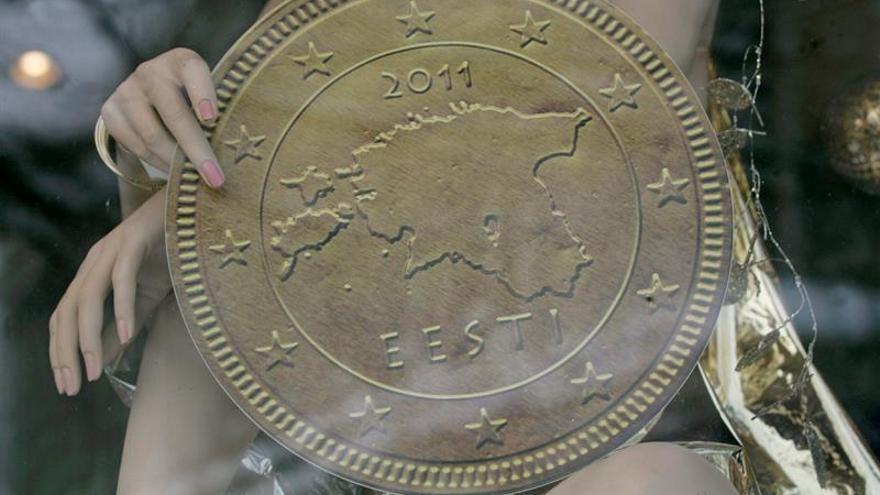 El euro cae hasta 1,1841 dólares