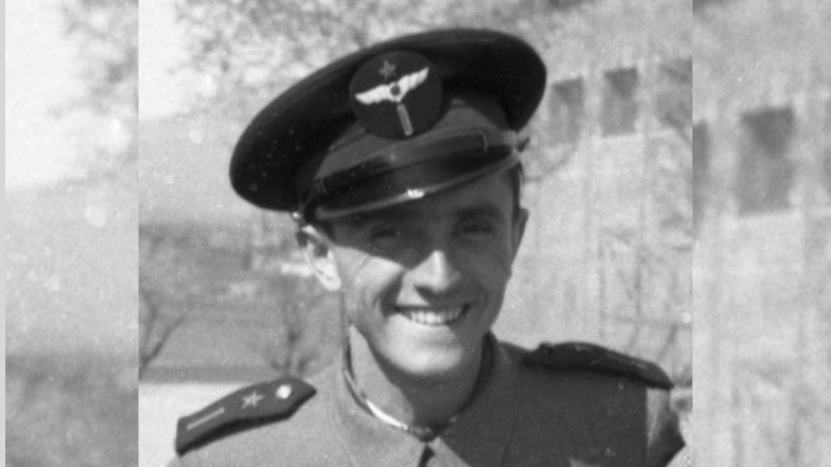 Vicente Pinar con su uniforme