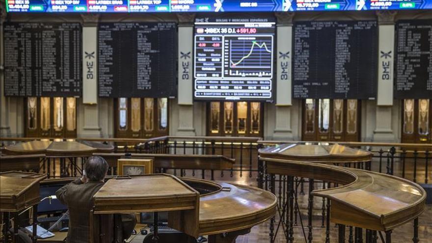 La bolsa española abre con pérdidas y el IBEX cede un 0,32 por ciento