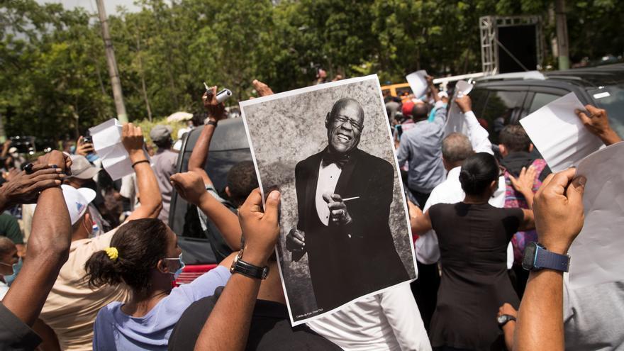 Los dominicanos ofrecen una apoteósica despedida al merenguero Johnny Ventura